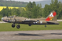 Association Forteresse Toujours Volante – Boeing B-17G Flying Fortress F-AZDX / 4