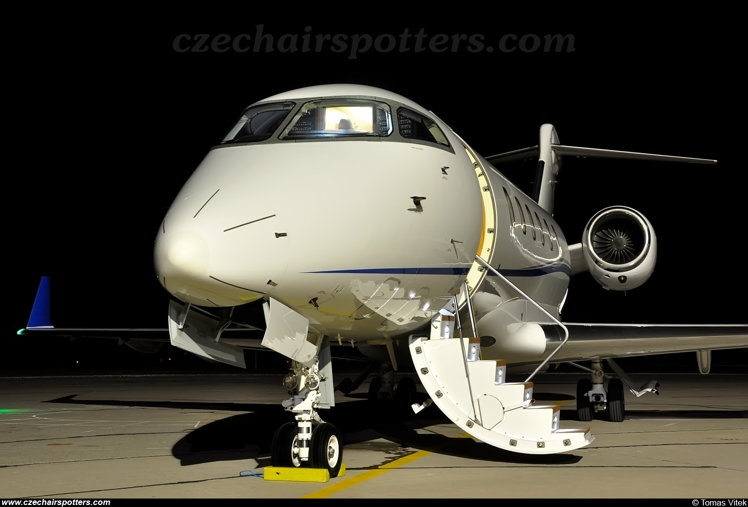 private – Bombardier Challenger 300 N742E
