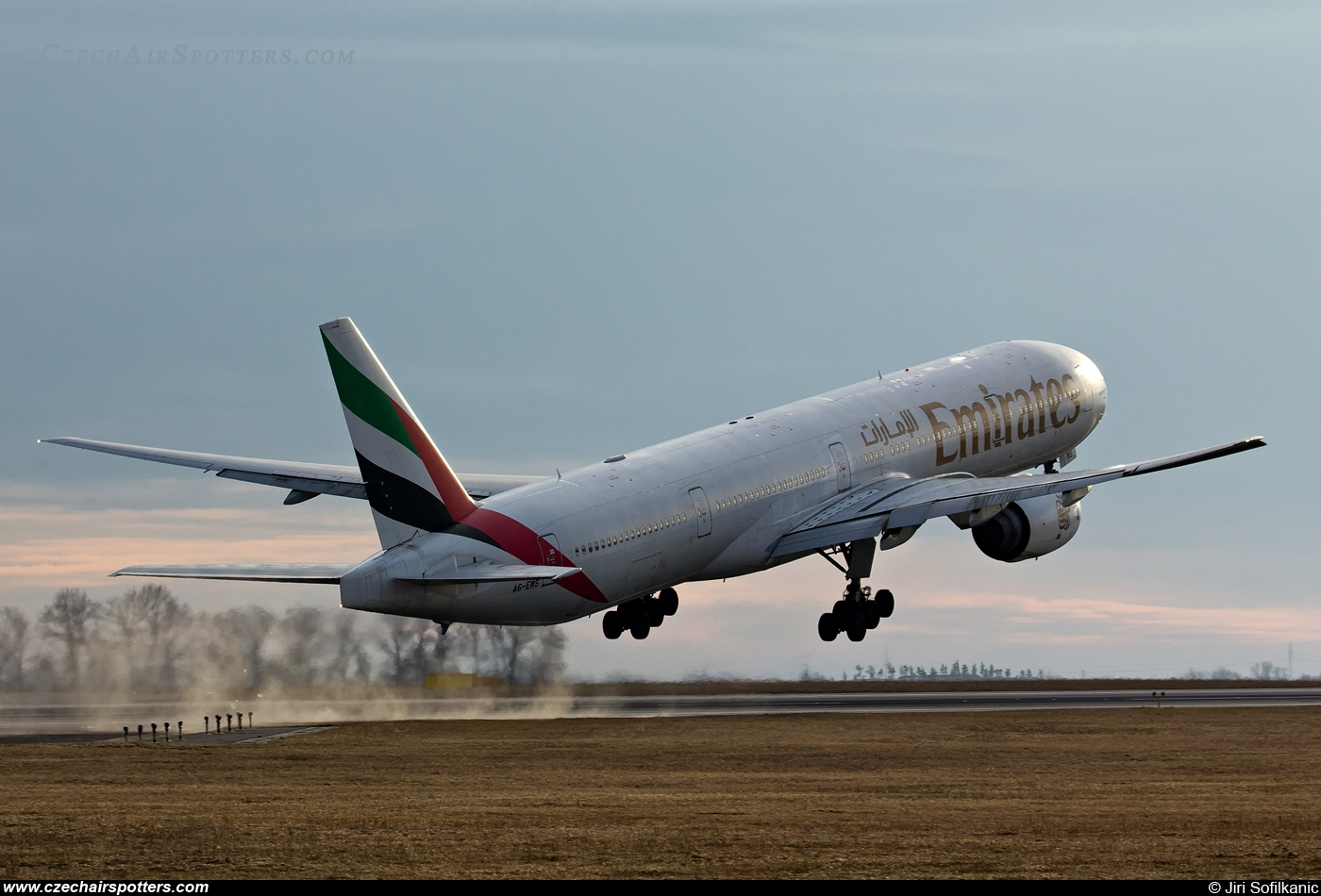 Emirates Airlines – Boeing B777-31H A6-EMS