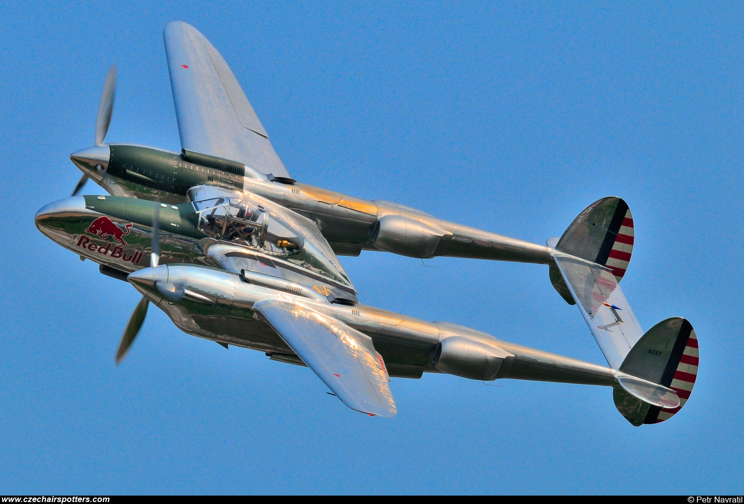 private – Lockheed P-38L Lightning N25Y