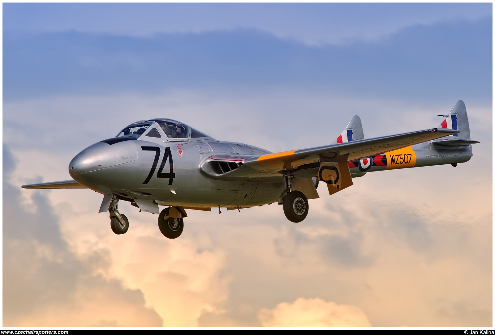 private – De Havilland Vampire T.11 (DH-115)  G-VTII / WZ507/74