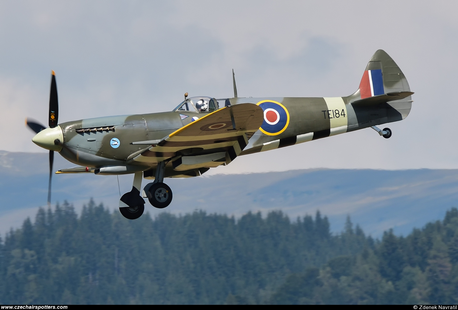 private – Supermarine Spitfire Mk XVIE (type 361) VY/TE184