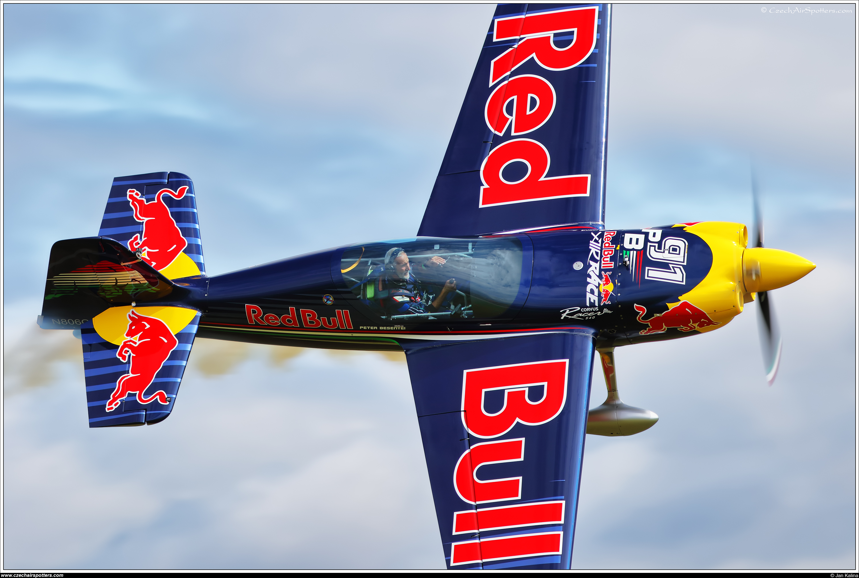 Red Bull Racing Team – Corvus Racer 540 N806CR
