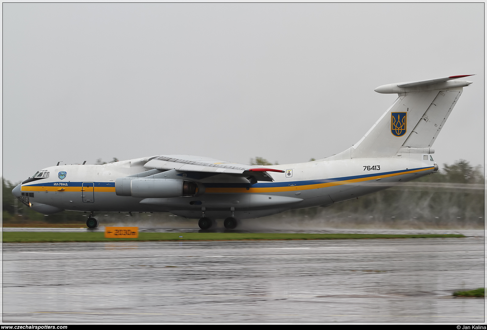 Ukraine - Air Force – Ilyushin  Il-76MD 76413