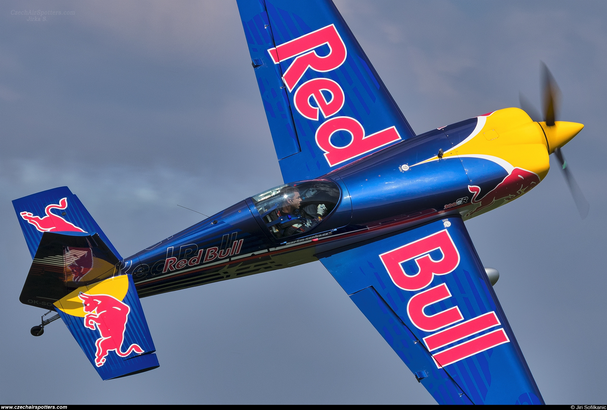 Red Bull Racing Team – Extra EA-300SR OK-SON